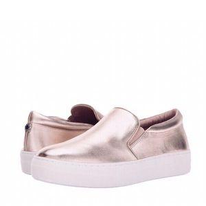 NWT/NIB STEVE MADDEN | GILLS Slip On Sneakers